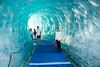День 5. Ледник Мер-де-Глас - лед нежного голубого цвета. Тут вспышка чуть чуть пересветила его, но темпиратура цвета именно такая: