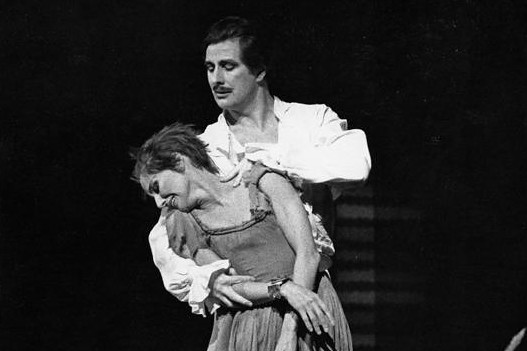 Merle Park as Manon and David Drew as the Gaoler in Manon © Leslie E. Spatt