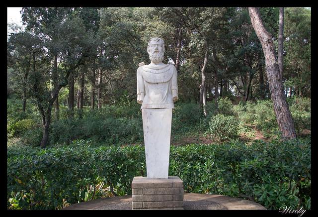 Escultura en Jardín de los musgos y pequeño laberinto
