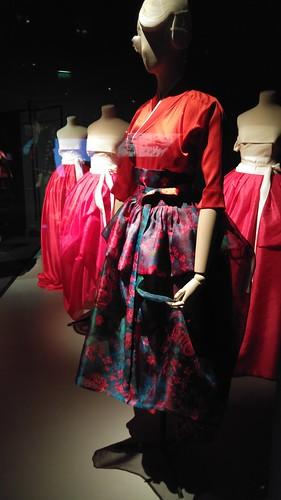 La robe rouge à fleurs