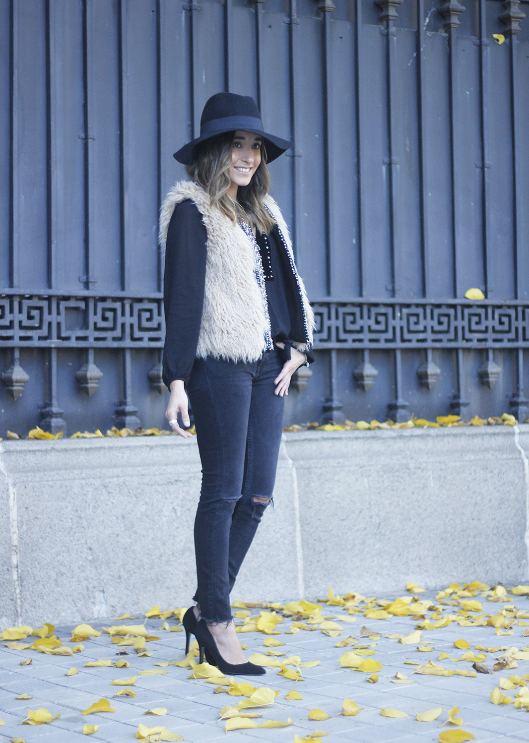 Faux Fur Vest Black Ripped Jeans Outfit23
