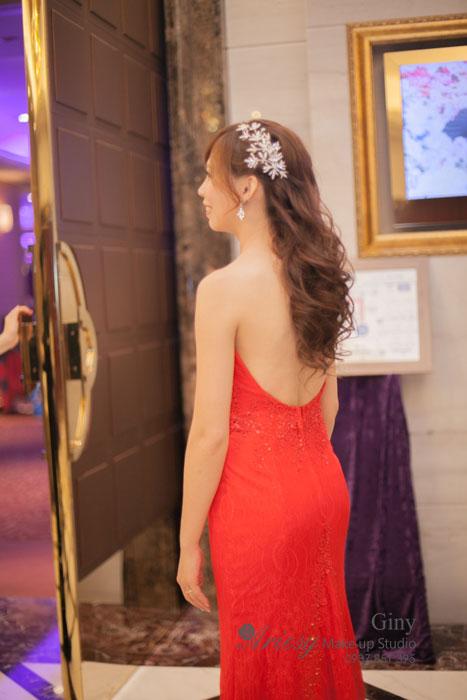 Giny,台北新娘秘書,Ariesy造型工作室,中崙華漾,自然清透妝感,推薦婚宴造型,婚禮跳舞造型,線條蓬鬆盤髮,歐美手工飾品,韓風飾品