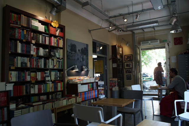 Librairie spécialisée dans le reportage Wrzenie swiata à Varsovie