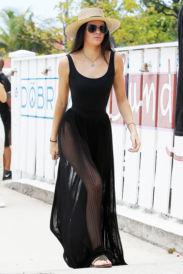 Kendall Jenner heading to Do Brazil in Saint-Barthélemy-3