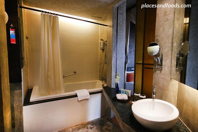siam siam hotel bangkok bathroom