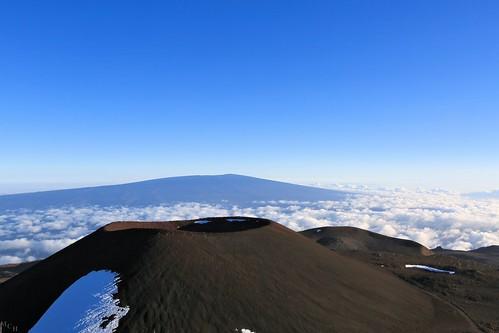 travel sky usa snow mountains clouds canon landscape volcano hawaii paradise outdoor thebigisland maunakea highaltitude maunaloa cindercone abovetheclouds 2015 puuhaukea 5dmkiii photosbymch
