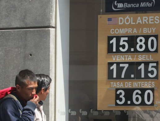Dólar, de nuevo al alza; se vende hasta en 17.15 pesos