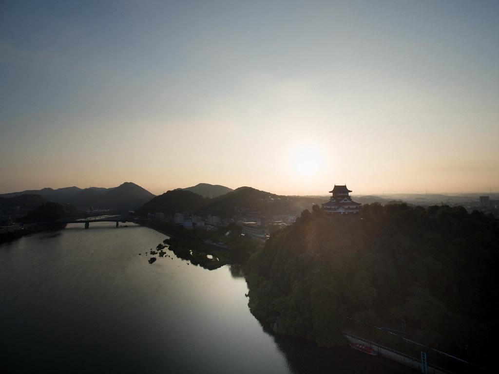 夜明けの犬山城