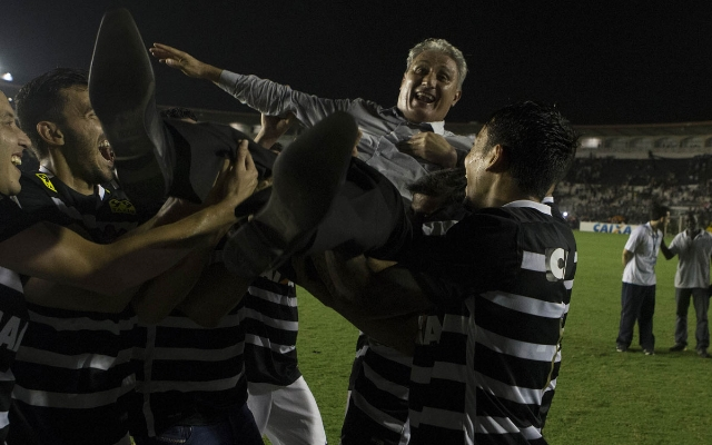 � HEXA!!! Corinthians garante sexto t�tulo do Brasileir�o com empate em S�o Janu�rio