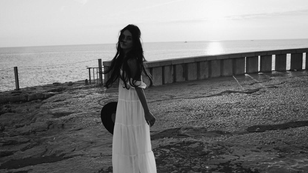Ванесса Хадженс — Фотосессия для «Find Your California» 2015 – 67