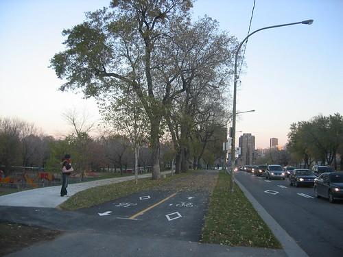 piste cyclable avenue de Parc avenue bike path