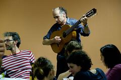 Robert, dit aussi Rafistol, à la guitare