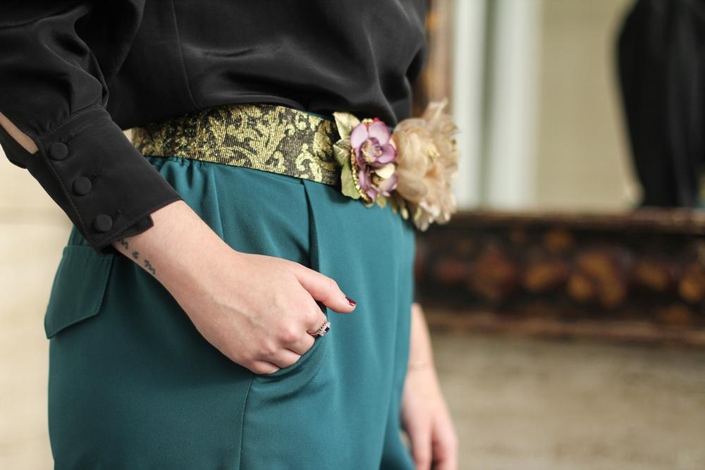 look de fiesta con cinturon de flores hecho a mano aluet handmade