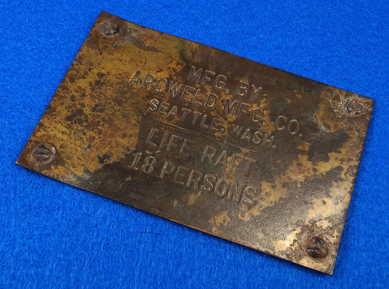 RD12929 Vintage Brass Plate Arcweld Mfg. Co. Seattle Wash. Life Raft 18 Persons DSC06604