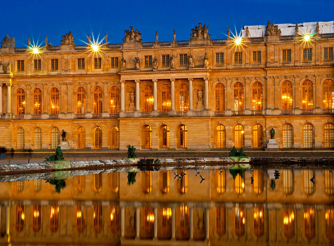 Château de Versailles at night. Credit Romaric Juvanon