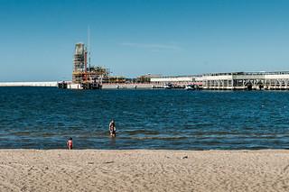 1037 미터의 길이와 해변 의 이미지. sea people beach water poland polska lng lato plaża summet świnoujście zachodniopomorskie lngterminal gazoport