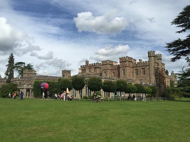 Hampton Court & meeting The Lilac Linnet
