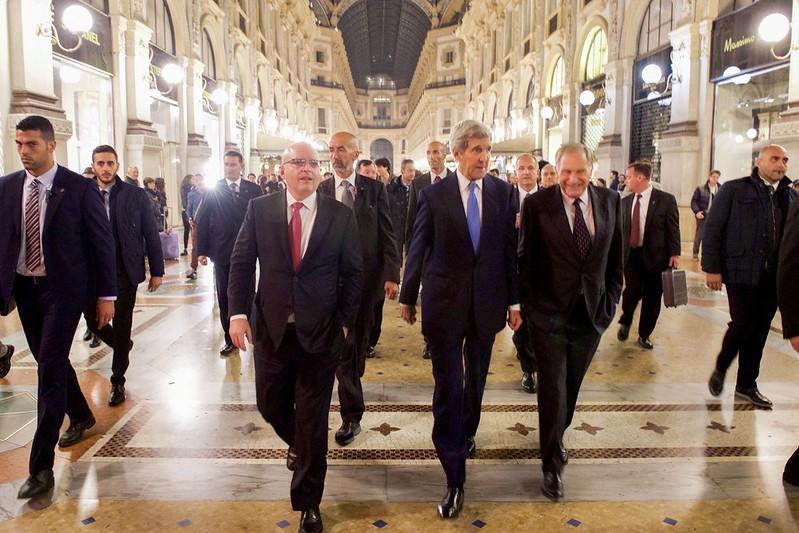 Secretary Kerry, Ambassador Phillips, Consul General Reeker Walk Through Galleria in Milan