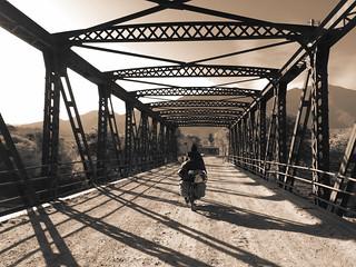 Pont avant le village d'Alemania