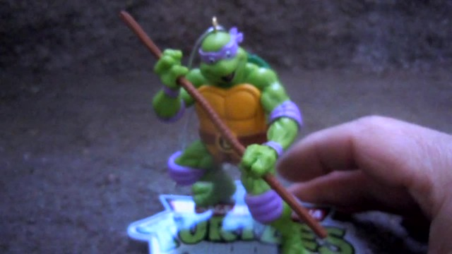 "AMERICAN GREETINGS, Heirloom Ornament Collection :: TEENAGE MUTANT NINJA TURTLES - ""DONATELLO"" MUSICAL Ornament vii / ..plays portion of classic TOS theme song (( 2015 ))"