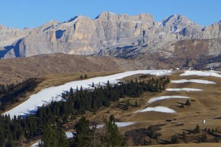 Aktuálně: v Dolomitech se lyžuje dobře i bez sněhu
