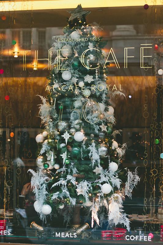 {christmas tea} via chevrons & éclairs