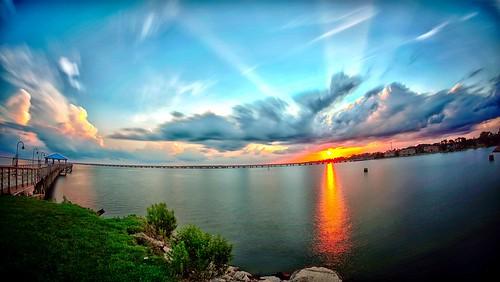 causewaybridgelakeponchatrainsaltwatermandevillelouisianasunsetlandscape