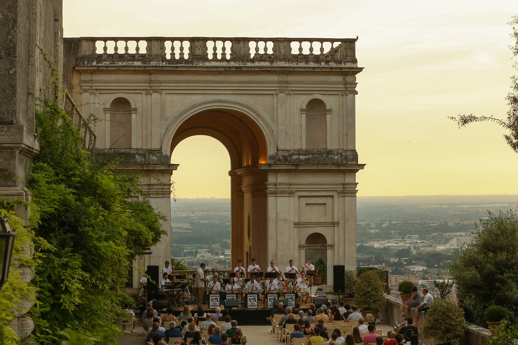 Garfield High School Jazz Band performs in Villa d'Este in Tivoli