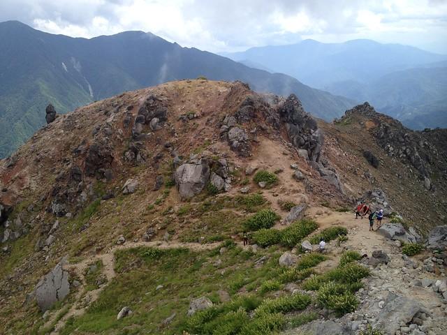 焼岳 中尾温泉ルート 山頂直下より鞍部