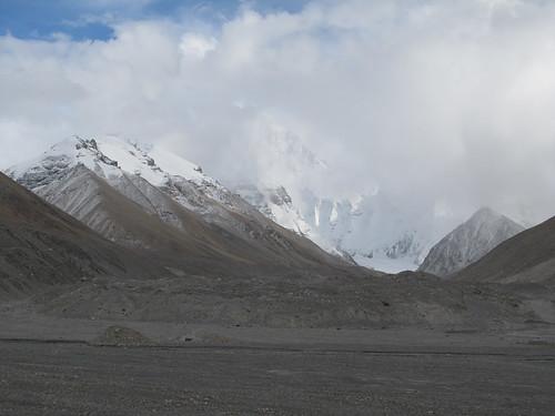 L'Everest caché par les nuages