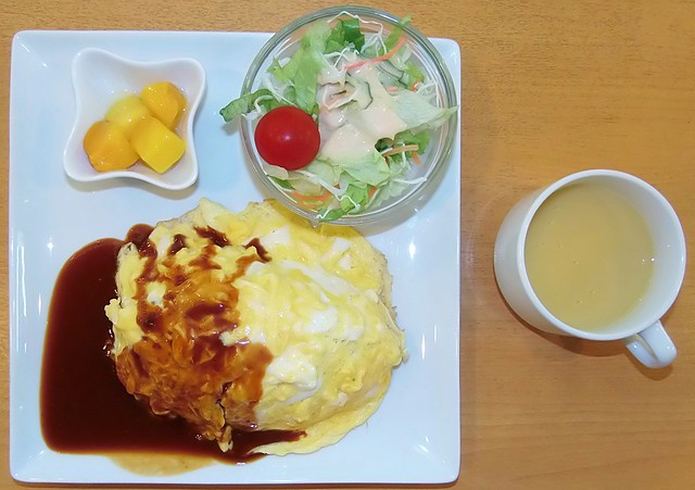 Photo:#4412 lunch: corn potage, omelet, salad, and mango (マンゴー) By Nemo's great uncle