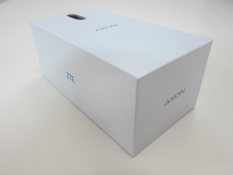 ZTE Axon Elite - Box
