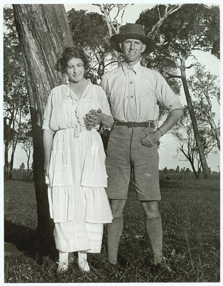 Karen Blixen and her brother Thomas Dinesen on the farm in the 1920s.