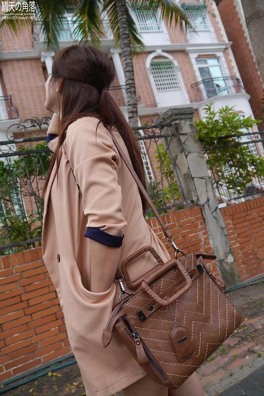 2015私包分享-咖啡色硬挺手提側背百搭方包
