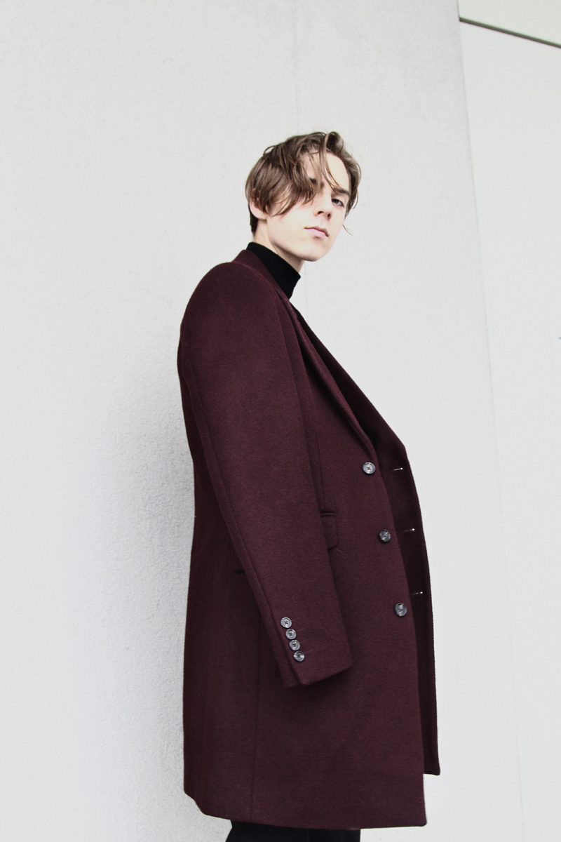 mikkoputtonen_fashionblogger_london_asos_burgundy_overcoat_turo_tigerofsweden_outfit_style_mensfashion_flowers4_web