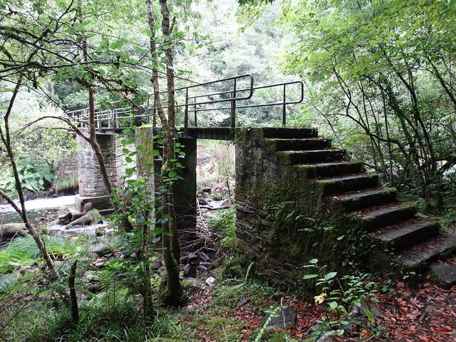 Escaleras en el Ruta de Zarzo a Chelo