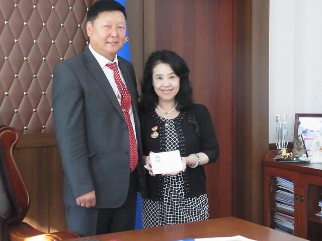 Professor Yamaguchi was awarded as Honorary Award of Khentii