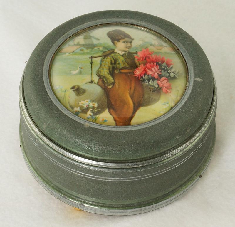 RD15027 Vintage Wind Up Music Powder Trinket Box Dutch Boy Round Aluminum DSC06805
