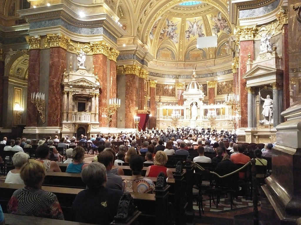 Pacific Chorale performs in St. Stephen's Basilica in Budapest