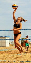 volleyball player(1.0), ball over a net games(1.0), volleyball(1.0), sports(1.0), competition event(1.0), team sport(1.0), ball game(1.0), beach volleyball(1.0), athlete(1.0),