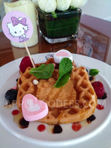 hello-kitty-cafe-waffles