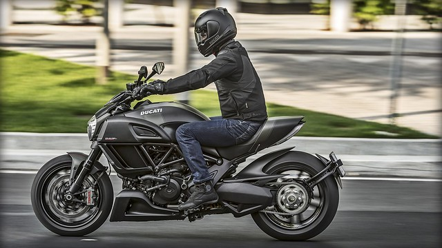 Анонс Ducati Diavel Carbon 2016