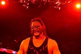 Kane en costume