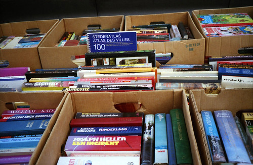 2nd hand books stand