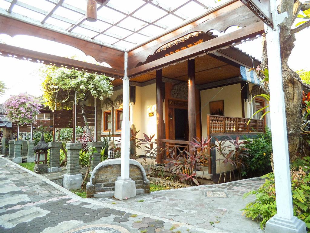 Kelapa Lovina Beach Resort