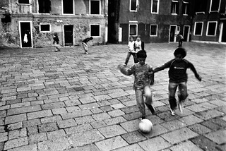 Noicattaro. Calcio per strada front
