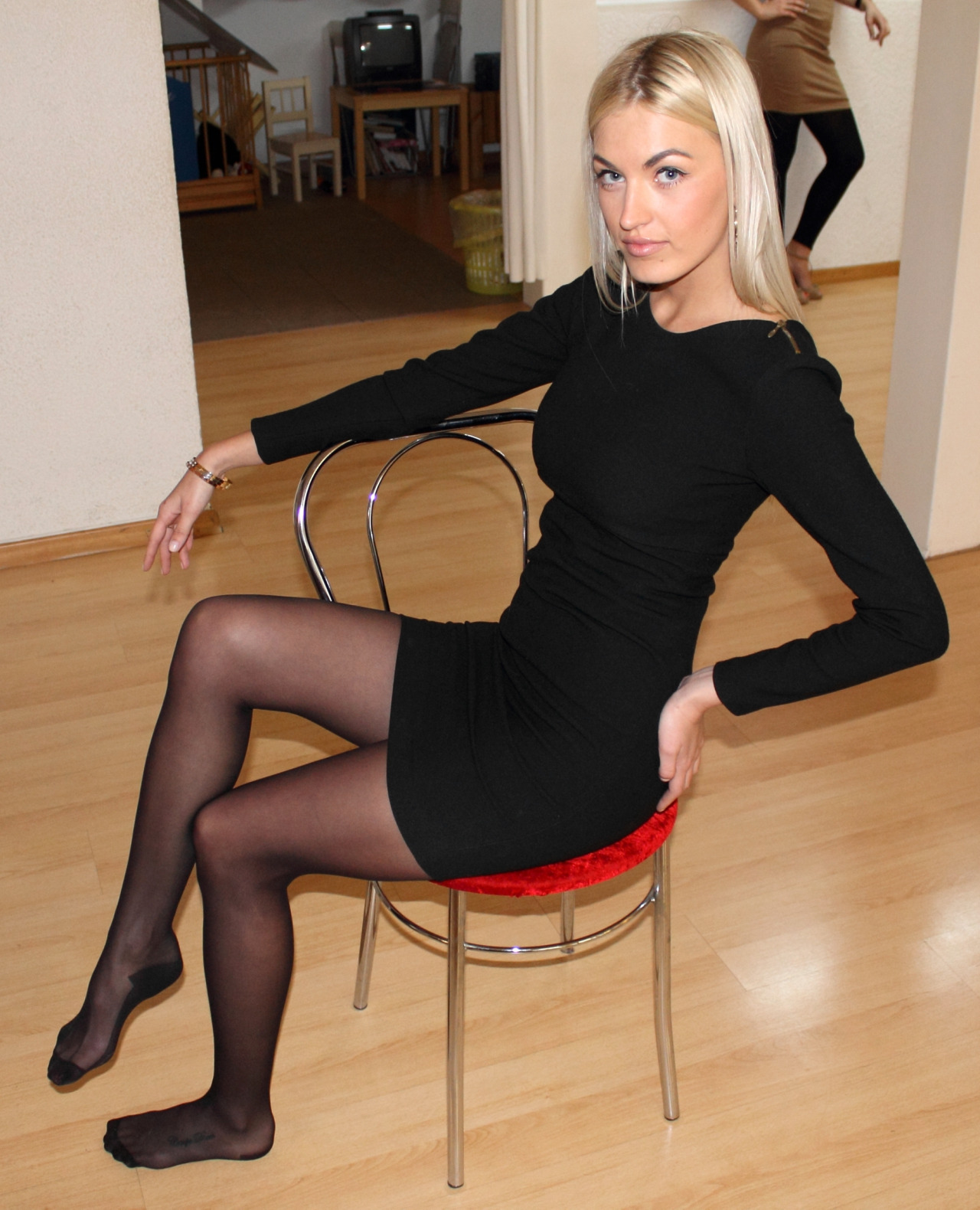 Blonde, barefoot and with black dress (II)