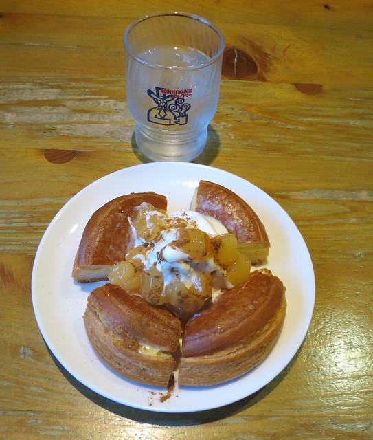 Komeda's apple & cinnamon シロノワール