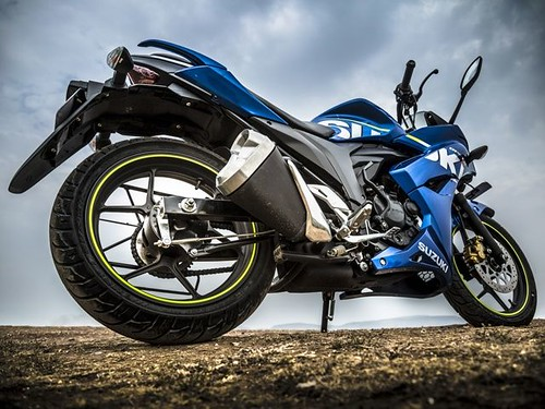 Review de la Suzuki Gixxer SF