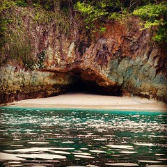 Tropical hideout #contadora #playalassuecas #pacific #saltlife #turqoisewater